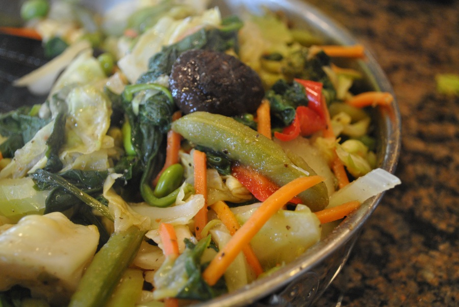 Veggie Stir Fry: http://vedgedout.com/2013/01/11/vedged-out-green-smoothie-challenge-day-5/