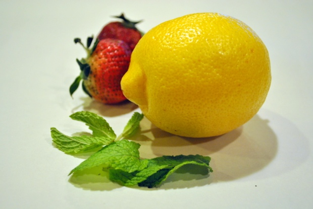 Lemon, strawberries and mint